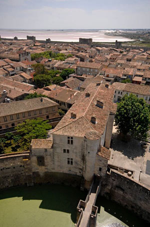 TOURS ET REMPARTS D'AIGUES-MORTES